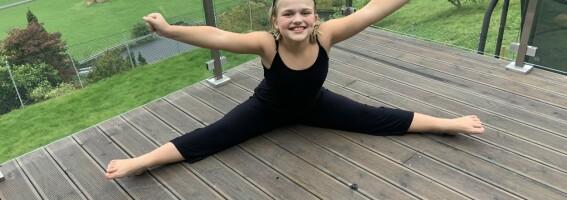 Image: Astrid (11) har en sykdom som nesten bare rammer voksne