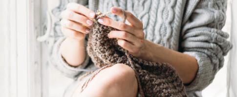 Image: Her står folk i kø for å få strikke til andre