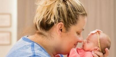 Image: Her gjenforenes hun med sine nyfødte firlinger