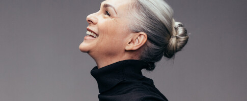 Image: Studie: Kvinner med grått hår ble kritisert av familien