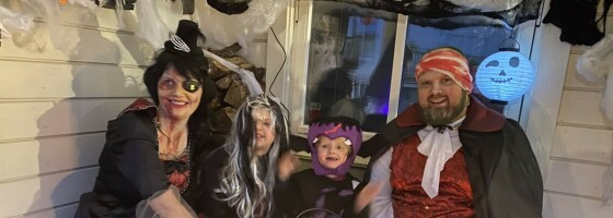 Image: De nekter å la korona legge en demper på Halloween-feiringen