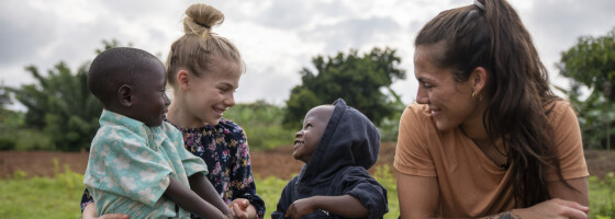 Image: Funkygine og datteren (10) i Rwanda som en del av barneoppdragelsen