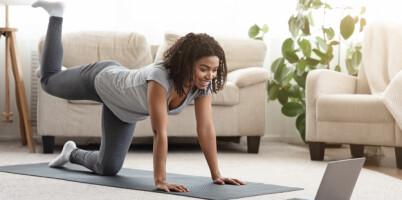Image: 8 treningsøvelser du kan gjøre hjemme i stua