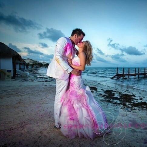 Image: Bruder over hele verden ødelegger kjolen etter vielse