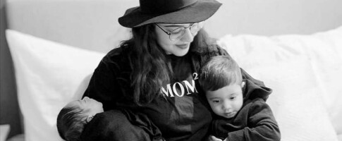 Image: - Nybakte mødre sitter isolerte hjemme