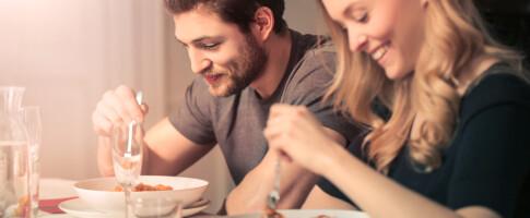 Image: Sluker du maten? Det kan påvirke fordøyelse og vekt