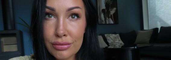 Image: Cecilie (37) ble syk av silikonet i brystene