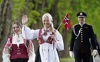 Image: Kronprinsessens bunad ble omtalt som «landets dyreste»: Hvert sting sydd for hånd