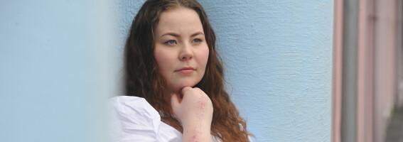 Image: Da Thea falt på håndballbanen, var smertene i håndleddet uutholdelige
